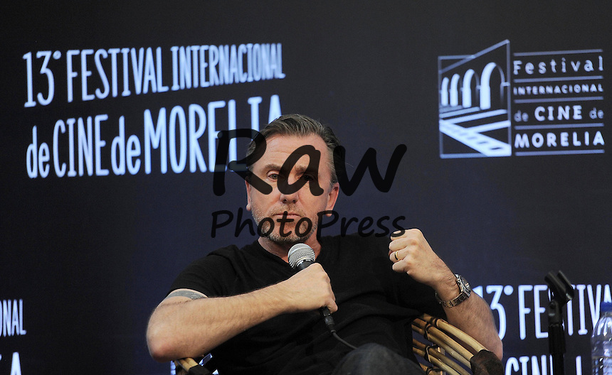 Tim Roth durante una clase maestra en La 13 edicion del festival de cine de Morelia.<br /> <br /> Photo &Acirc;&copy; 2015 Eyepix Images/The Grosby Group<br /> <br /> Morelia, Mexico, October 26, 2015<br /> <br /> Tim Roth during a Master Class, 13th Morelia Film Festival at Biblioteca Publica on in Morelia, Mexico.