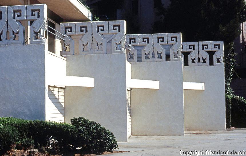 Rudolph Schindler: Bubeshko Apt. Building garages.