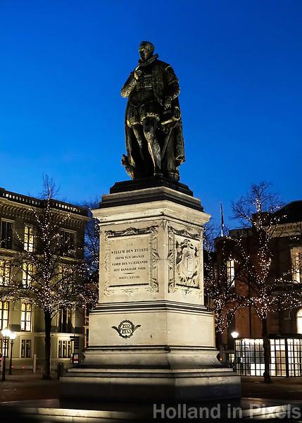 Nederland - Den Haag  - 4 december 2017. Standbeeld van Prins Willem den Eerste op het Plein. Berlinda van Dam / Hollandse Hoogte