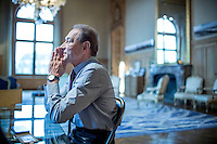 Bertrand Delanoë, maire de Paris répond à une interview du Parisien Magazine dans son bureau de la mairie de Paris. Vendredi 18 janvier 2012 - 2013©Jean-Claude Coutausse / french-politics pour Le Parisien magazine