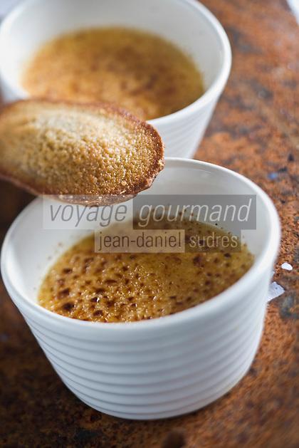 Europe/France/Bretagne/29/Finistère/Plomodiern:Crème brulée au blé noir et sa madeleine au sarrazin   recette d' Olivier Bellin de l'Auberge des Glazicks