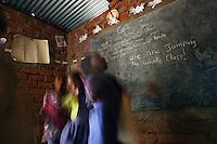 Bangula,Malawi, Novembre 2005. Alcuni bambini durante la lezione di inglese nell'orfanotrofio Tiyamike Mulungu Center di Bangula, Malawi.<br /> Children of a school at the malawian orphanage in Bangula, Malawi, during their English lesson
