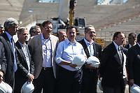 ATENCAO EDITOR IMAGEM EMBARGADA PARA VEICULOS INTERNACIONAIS - SAO PAULO, SP, 28 NOVEMBRO 2012 - COPA 2014 - VISTORIA ITAQUERAO - Autoridades durante vistoria da Fifa ao Itaquerao, estadio que sediada o jogo de abertura da Copa do Mundo de 2014, neste quarta-feira, 28. (FOTO: WILLIAM VOLCOV / BRAZIL PHOTO PRESS).