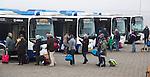 SCHIERMONNIKOOG - Arriva bussen op  Schiermonnikoog.   Schiermonnikoog.  COPYRIGHT KOEN SUYK