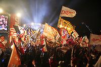 PORTO ALEGRE, RS, 22.08.2014 - COMÍCIO PARTIDO DOS TRABALHADORES EM PORTO ALEGRE COM DILMA ROUSSEFF - Movimentação em comício da campanha eleitoral do Partido dos Trabalhadores (PT), com participação de Dilma Rousseff, Tarso Genro e Olívio Dutra, no estacionamento do estádio Beira Rio e fundos do Gigantinho em Porto Alegre, nesta sexta-feira, 22. (Foto: Pedro H. Tesch / Brazil Photo Press).