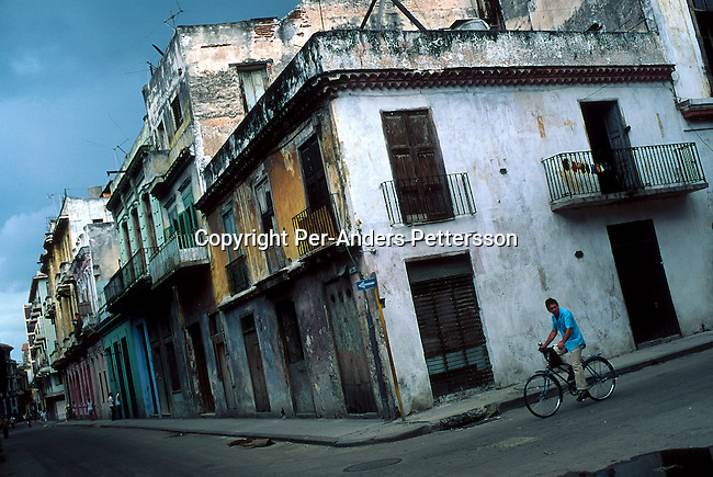 Rundown residential buildings on July 13, 1993, in the old quarter in Havana, Cuba. The economic growth stalled when fuel supplies from the former Sovietunionen stopped after the end of communism. President Fidel Castro has ruled the communist island for over 4 decades and been in war of words with the United States since then. They country has a good education and medical level but lacks freedom of the press and speech. .(Photo: Per-Anders Pettersson/ Getty Images)