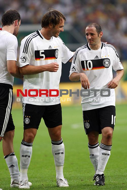 UEFA Euro 2008 Test - Deutschland (GER) vs. Serbien ( SRB ) 2 - 1 am 31.05.2008 in Gelsenkirchen - Auf Schalke<br /> Freundschaftsspiel - Friendlymatch<br /> <br /> Christoph Metzelder (#21 Real Madrid Deutsche Nationalmannschaft), Heiko Westermann (#5 Schalke 04 Deutsche Nationalmannschaft) und Oliver Neuville (#10 Gladbach Deutsche Nationalmannschaft) nach dem Spiel.<br /> <br /> Foto &copy; nph (  nordphoto  ) *** Local Caption ***