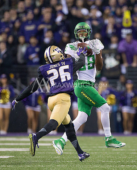 Dwayne Stanford hauls in a desperate pass from Vernon Adams during Oregon's opening drive.