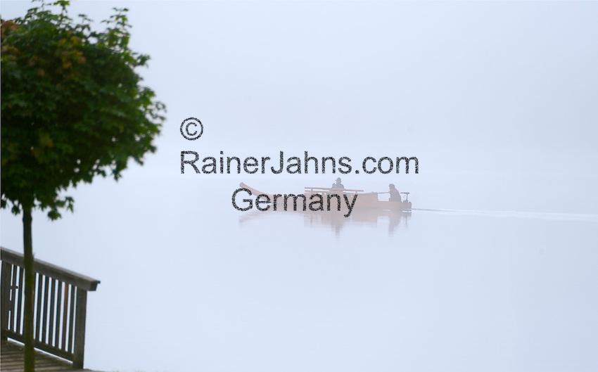 Austria; Styria; Styrian Salzkammergut; Ausseer Land, boat on Grundl Lake in early morning fog in autumn   Oesterreich, Steiermark, Steirisches Salzkammergut, Ausseer Land, Zillenfahrt auf dem Grundlsee im herbstlichen Morgennebel