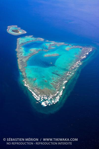 Récif Komekame et l'île Kié, Réserve spéciale marine Yves Merlet, lagon Sud de la Nouvelle-Calédonie. Ce récif situé à l'entrée du canal de la Havannah, entre l'Ile des Pins et la Grande Terre fait partie des sites classés au Patrimoine Mondial de l'Humanité (UNESCO)