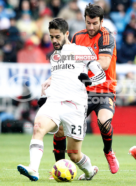Real Madrid's Isco (l) and Real Sociedad's Imanol Agirretxe during La Liga match.January 31,2015. (ALTERPHOTOS/Acero) /NortePhoto<br />