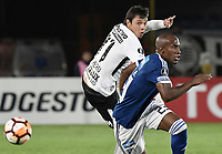 BOGOTA - COLOMBIA, 28-02-2018: Felipe Banguero (Der) jugador de Millonarios de Colombia disputa el balón con Angel Romero (Izq) jugador de Corinthians de Brasil durante partido por la fecha 1, grupo 7, de la CONMEBOL Libertadores 2018 jugado en el estadio Nemesio Camacho El Campin de la ciudad de Bogotá. / Felipe Banguero (R) player of Millonarios of Colombia fights for the ball with Angel Romero (L) player of Corinthians of Brasil during match for the date 1, group 7, of the CONMEBOL Libertadores 2018 played at Nemesio Camacho El Campin stadium in Bogota city. Photo: VizzorImage / Gabriel Aponte / Staff.