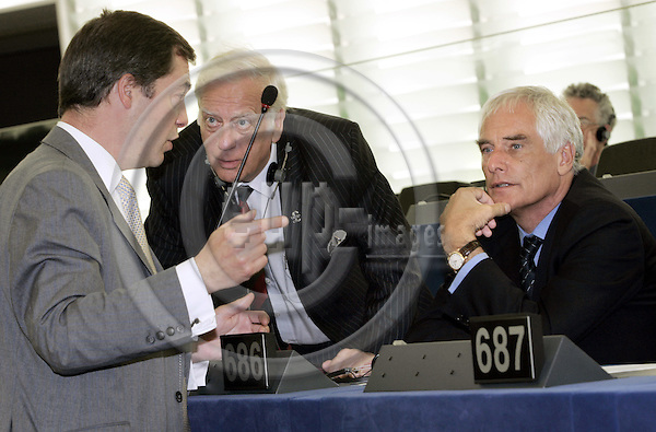 STRASBOURG - FRANCE - 22 JULY 2004 -- EU-Parliament session in Strassbourg.--MEP Nigel Paul FARAGE (L) (UK/IND/DEM) talking to MEP Derek Ronald CLARK (C) (UK/IND/DEM) and MEP Robert KILROY-SILK (R) (UK/IND/DEM) in the hemicycle.--PHOTO: JUHA ROININEN / EUP-IMAGES