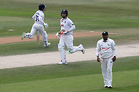 Simon Harmer and Adam Wheater add to the Essex total during Essex CCC vs Nottinghamshire CCC, Specsavers County Championship Division 1 Cricket at The Cloudfm County Ground on 23rd June 2018