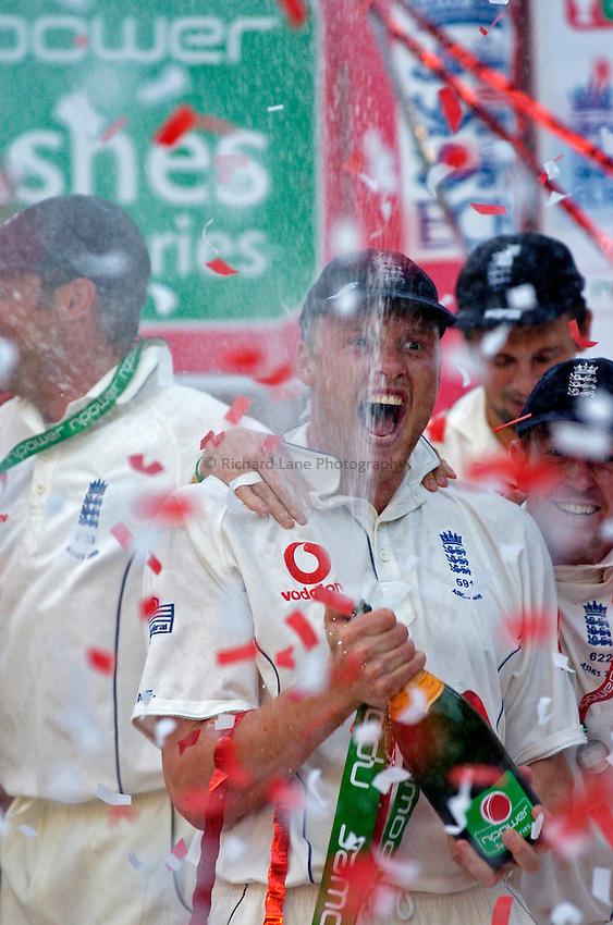 Photo: Glyn Thomas..England v Australia. nPower Test Series. The Ashes 2005..12/09/2005..Andrew Flintoff celebrates victory over the Australians in the Ashes.