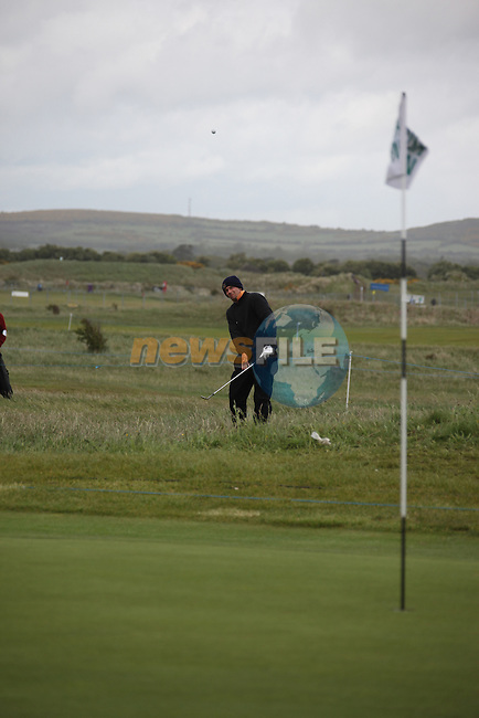Marcel Siem playing his third shot onto the third green after play restarted on day 3 at the 3 Irish open in Co Louth Golf Club...Photo: Fran Caffrey/www.golffile.ie..
