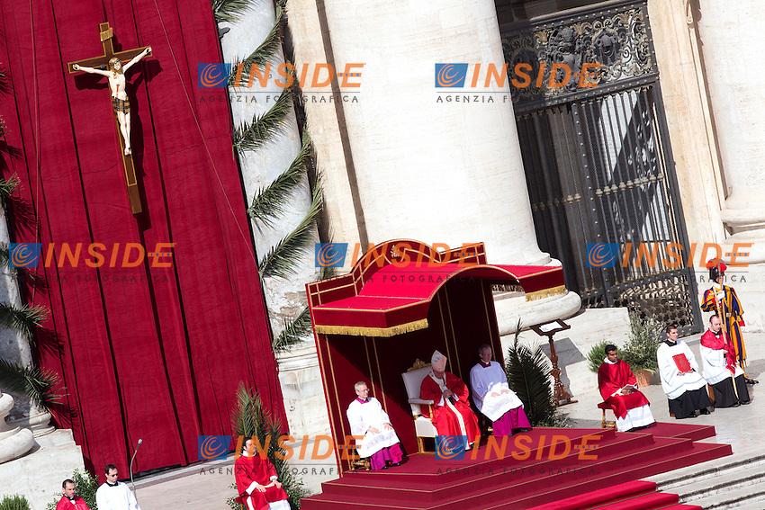 Papa Jorge Mario Bergoglio, Francesco <br /> Roma 20-03-2016 Vaticano Piazza San Pietro. Santa Messa per la domenica delle Palme. St Peter's Square. Holy Mass for Sunday of Palms.<br /> Photo Samantha Zucchi Insidefoto