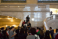 Customers line up to enter the Apple store in Grand Central Terminal as the store opens to purchase the new iPhone 5S and 5C on sunday, September 22, 2013.  The new phones were introduced on Friday and quickly sold out. (© Richard B. Levine)