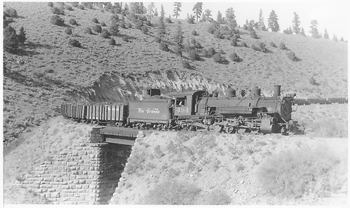 D&amp;RGW #494 descending Marshall Pass eastbound at Bridge 228-B near Shirley with 40 cars.<br /> D&amp;RGW  near Shirley, CO  Taken by Perry, Otto C. - 9/19/1943