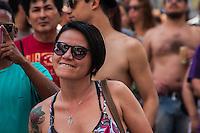 SÃO PAULO, SP, 11.10.2014 - FESTIVAL CCBB CARANGUEJANDO/ 20 ANOS DE MANGUEBEAT - O ator e músico Sérgio Loroza e a banda Isca de Polícia participam do festival CCBB Caranguejando em homenagem aos 20 anos do Manguebeat, na tarde deste sábado (11), no centro de São Paulo.  (Foto: Taba Benedicto/ Brazil Photo Press)