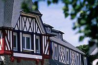 Europe/France/Bretagne/22/Côtes d'Armor/Sable-d'Or-Les-Pins: Détail de l'architecture d'une résidence de la Station