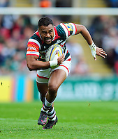 Telusa Veainu of Leicester Tigers goes on the attack. Aviva Premiership match, between Leicester Tigers and Worcester Warriors on October 8, 2016 at Welford Road in Leicester, England. Photo by: Patrick Khachfe / JMP