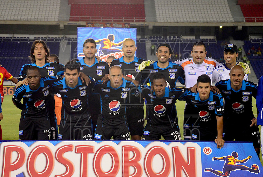 BARRANQUILLA - COLOMBIA -12 -04-2014: Los jugadores de Millonarios posan para una foto durante partido entre Universidad Autonoma y Millonarios por la fecha 17 de la Liga Postobon I 2014, jugado en el estadio Metropolitano Roberto Melendez de la ciudad de Barranquilla.  / The player of Millonarios pose for a photo during a match between Universidad Autonoma and Millonarios for the date 17th of the Liga Postobon I 2014 at the Metropolitano Roberto Melendez Stadium in Barranquilla city. Photo: VizzorImage  / UniAutonoma / Cont.
