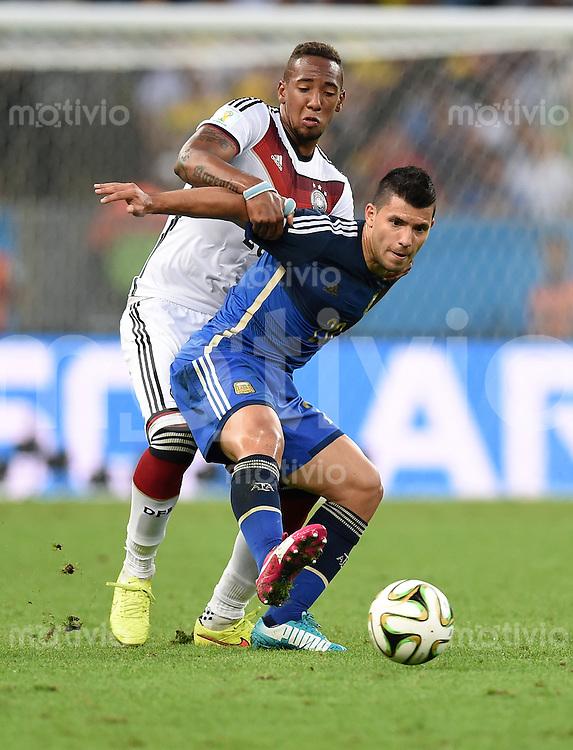 FUSSBALL WM 2014                FINALE Deutschland - Argentinien     13.07.2014 Jerome Boateng (li, Deutschland) gegen Sergio Agueero (re, Argentinien)