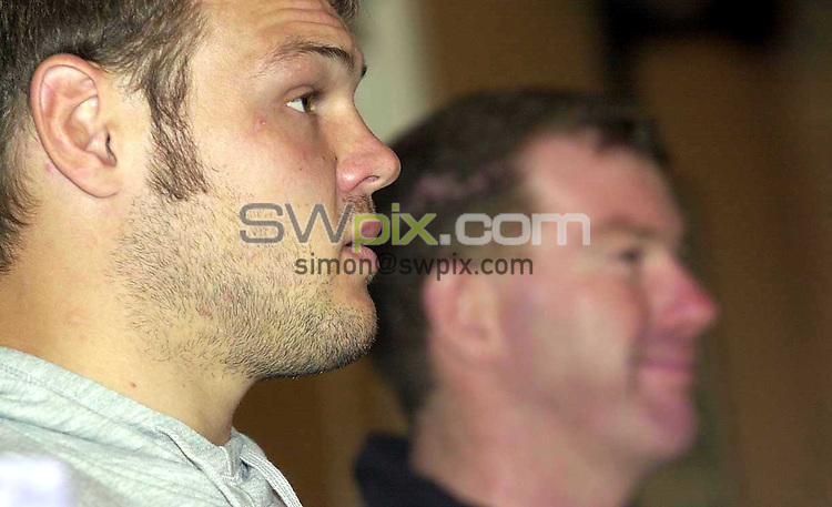 Pix: Ben Duffy....Keiron Cunningham-St Helens....07/08/2001..COPYWRIGHT PICTURE>>SIMON WILKINSON>>01943 436649>>..Kieron Cunningham and Ian Millward line up for the media after Kieron descision to turn his back on Rugby Union and stay with Rugby League despite a greater financial incentive to switch codes