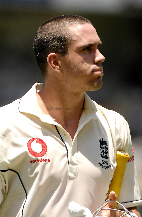 Photo: Steve Holland..Australia v England. 3 mobile Test Series, The Ashes 2006/07, 1st Test. 25/11/2006..England's Kevin Pietersen looks dejected..