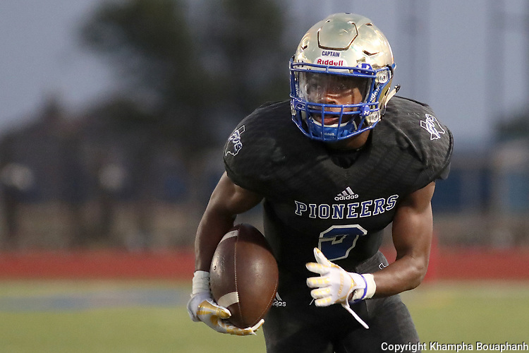 Boswell defeats Birdville 37-35 in high school football at Pioneer Stadium in Fort Worth on Friday, September 15, 2017. (photo by Khampha Bouaphanh)