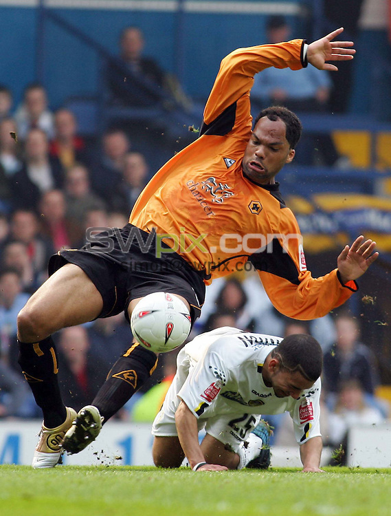Pix, Shaun Flannery/SWpix. Coca-Cola League Championship. Leeds United v Wolverhampton Wanderers, 2.4.2005...COPYRIGHT PICTURE>>SIMON WILKINSON>>01943 - 608782>>..Leeds Aaron Lennon brings down Wolves Joleon Lescott.