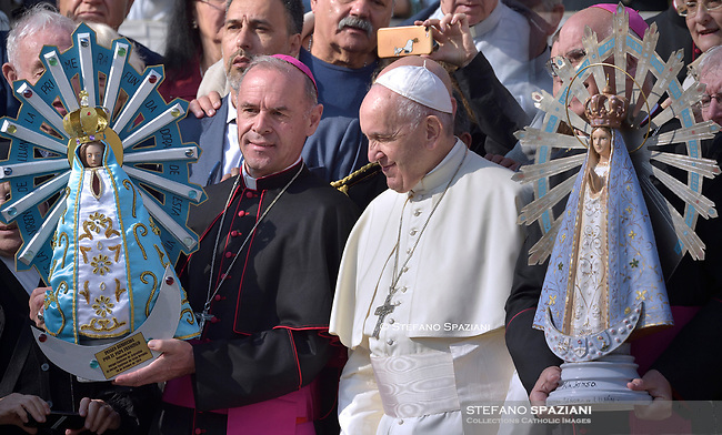The image of Argentina's saint patron, the Our Lady of Lujan (R) and a replica are exchanged between British and Argentinian officials during Pope Francis  of a weekly general audience at St Peter's square in Vatican, Wednesday.October 30, 2019