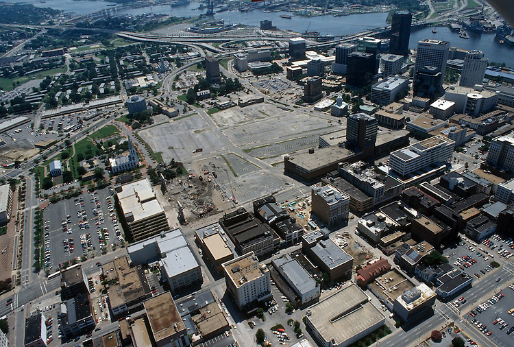1996 August 15..Redevelopment..Macarthur Center.Downtown North (R-8)..LOOKING SOUTHEAST...NEG#.NRHA#..