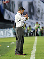 BOGOTA- COLOMBIA -09 -02-2014: Juan Carlos Osorio, técnico de Atletico Nacional de instrucciones a los jugadores durante  partido de la cuarta de la Liga Postobon I 2014, jugado en el Nemesio Camacho El Campin de la ciudad de Bogota. / Juan Carlos Osorio, coach of Atletico Nacional gives instructions to the players during a match for the fourth date of the Liga Postobon I 2014 at the Nemesio Camacho El Campin Stadium in Bogoto city. Photo: VizzorImage  / Luis Ramirez / Staff