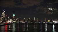 NEW YORK, NY - 09.06.2017 - LUA-NEW YORK - Lua cheia é vista sobre Manhattan em New York na noite desta sexta-feira, 09. (Foto: William Volcov/Brazil Photo Press)