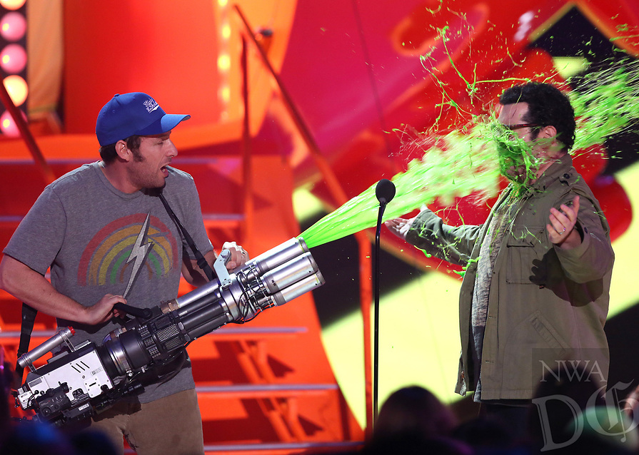 Adam Sandler, left, slimes Josh Gad at Nickelodeon's 28th annual Kids' Choice Awards at The Forum on Saturday, March 28, 2015, in Inglewood, Calif. (Photo by Matt Sayles/Invision/AP)
