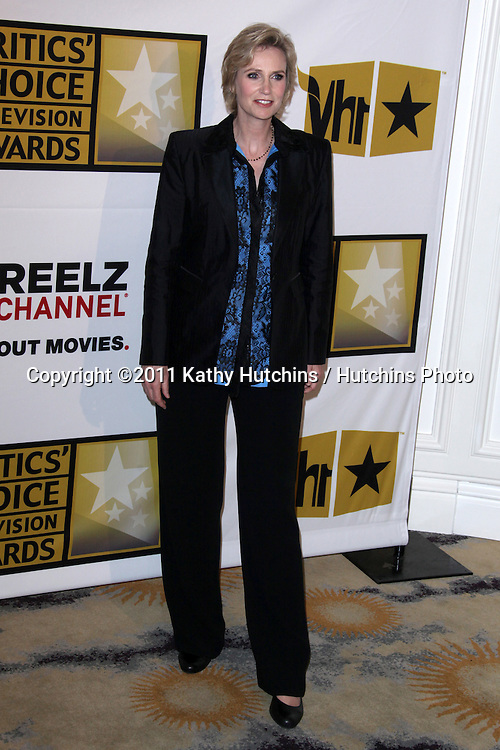 LOS ANGELES - JUN 20:  Jane Lynch arriving at the 1st Annual Critics' Choice Television Awards at Beverly Hills Hotel on June 20, 2004 in Beverly Hills, CA