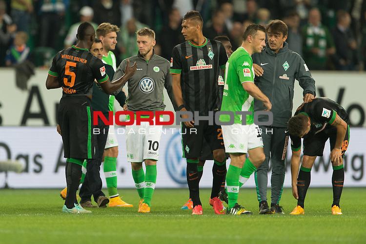 27.09.2014, Volkswagen Arena, Wolfsburg, GER, 1.FBL, VFL Wolfsburg vs Werder Bremen, im Bild<br /> entt&auml;uscht / entt&auml;uscht / traurig  nach der Niederlage <br /> Mehmet Ekici (Bremen #10) Assani Lukimya (Bremen #5)<br /> Davie Selke (Bremen #27)<br /> <br /> <br /> Foto &copy; nordphoto / Kokenge