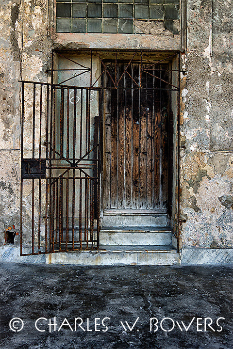 Everyday Cuba - door way<br />