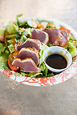 USA, Hawaii, The Big Island, seared Ahi salad at da fish house lunch wagon in Kawaihae