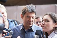 SAO PAULO, SP, 01 DE MAIO DE 2013 - FESTA CUT NO ANHANGABAÚ - O prefeito da cidade de São Paulo, Fernando Haddad,na festa do dia do trabalho na praça do Anhangabaú em São Paulo. FOTO: MARCELO BRAMMER / BRAZIL PHOTO PRESS