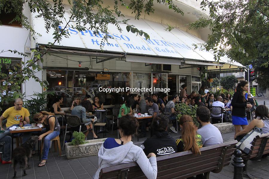 Israel, Tel Aviv-Yafo, Espresso Mersand at Ben Yehuda street