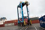 le 27 decembre 2012, les cavaliers permettent de manutentionner les conteneurs au terminale France, Port 2000, du Havre (76)
