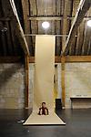 Confession....Choregraphie : Virginie Garcia..Musique :..Avec :..Virginie Garcia..Cadre : Cursus Transforme, fenêtre sur cour(s)..Lieu : Fondation Royaumont..Ville : Asniere sur Oise..Le : 13 12 2009..© Laurent PAILLIER / photosdedanse.com..All rights reserved....Virginie Garcia a jusqu'ici travaillé comme interprète, essentiellement avec Régine Chopinot. Aujourd'hui, elle désire déposer les strates de danse comme on se déferait de pelures d'oignons, afin de retrouver la nécessité du geste. Elle a choisi ici de «danser un texte» d'Henry Bauchau, disparaissant de la scène pour simplement lâcher prise. Se faisant l'interprète de l'écrivain, elle parle aussi d'une danse possible : «L'esprit n'est plus orienté vers un but mais par le désir de s'enfoncer - et peut-être de se perdre - dans une matière.»