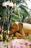 "Thaïlande/Bangkok: Les éléphants du jardin de l'hôtel ""Marriott"""