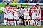 Trainer Uwe ROESLER (Rösler)(D) umringt von seinen Spielern, <br /><br />Fussball 1. Bundesliga, 33.Spieltag, Fortuna Duesseldorf (D) -  FC Augsburg (A), am 20.06.2020 in Duesseldorf/ Deutschland. <br /><br />Foto: AnkeWaelischmiller/Sven Simon/ Pool/ via Meuter/Nordphoto<br /><br /># Editorial use only #<br /># DFL regulations prohibit any use of photographs as image sequences and/or quasi-video #<br /># National and international news- agencies out #