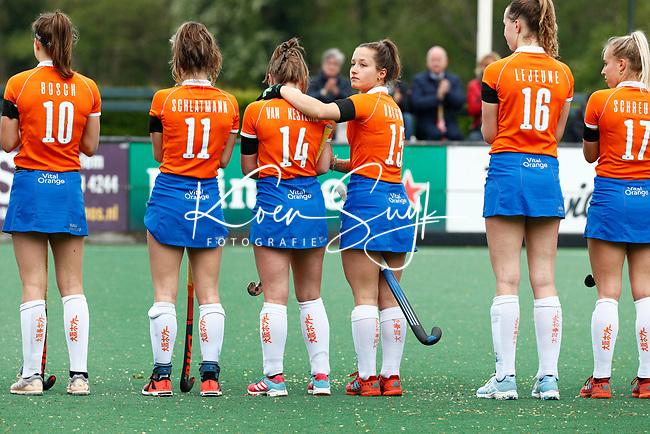 BLOEMENDAAL -   Myrthe van Kesteren (Bldaal) met Sterre Bregman (Bldaal)   , Libera hoofdklasse hockey Bloemendaal-Pinoke (0-0). COPYRIGHT KOEN SUYK
