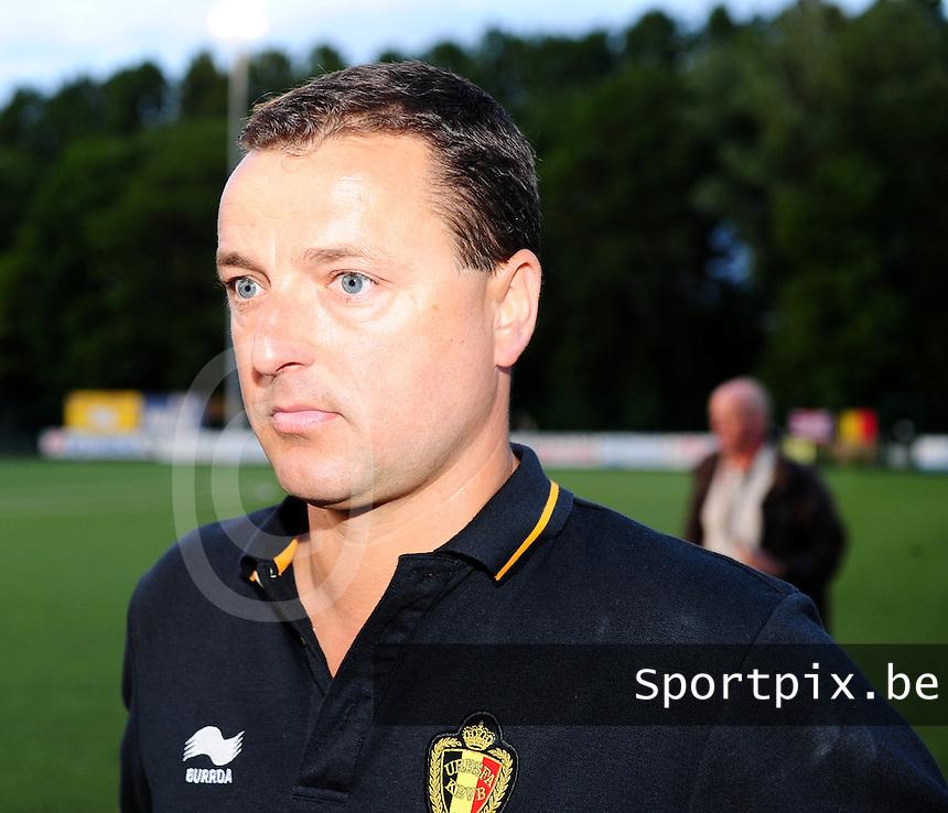 Vriendschappelijke interland vrouwenvoetbal : Belgium A - France A te Nieuwpoort ;..bondscoach Ives Serneels..foto DAVID CATRY / Vrouwenteam.be