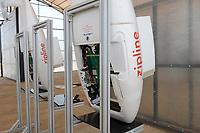 RWANDA, Gitarama, Muhanga, zipline drone airport , zipline is a american start-up and delivers Blood preserve and medical drugs by drone to rural health centers, the battery driven Zip 2 can travel at a top speed around 79 miles per hour, carrying 3.85 pounds of cargo and has a range of 160 km round trip, the delivery box is dropped by a small parachute / RUANDA, Gitarama, Muhanga, zipline Drohnen Flugstation, zipline ist ein amerikanisches start-up und transportiert Blutkonserven und Medikamente mit Drohnen wie der Zip 2 zu ländlichen Krankenstationen, die Zip 2 hat fuer einen Rundflug eine Reichweite von 130 km, die Batterie betriebene und ferngesteuerte Drohne wirft die Sendung per Fallschirm ab